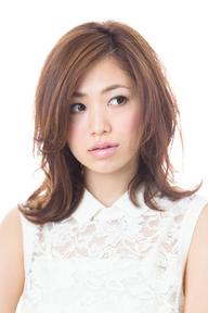 最新のヘアスタイル 髪型 巻き : リラックスミディ~夏のハネ感 ...